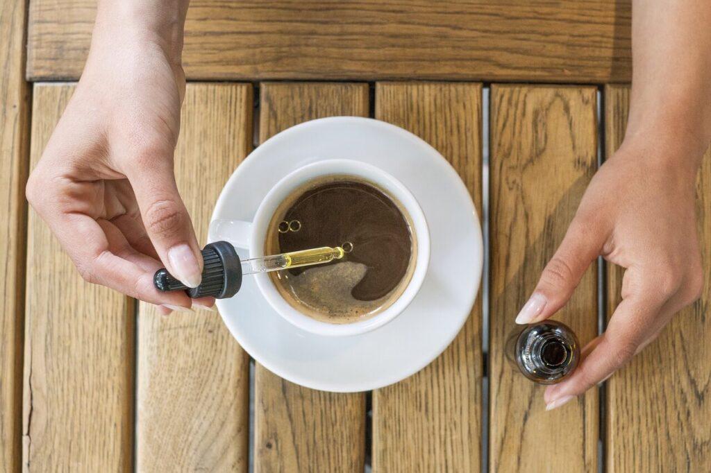 CBD olaj kávéba cseppentve
